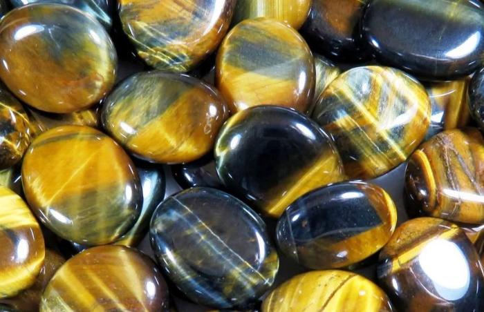 Камень желтый